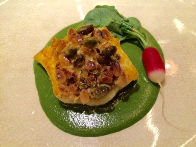 Heilbot / pistache-pijnboompittenkorst vichyssoise van rucola & lavas