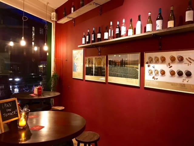 La Pipa wand met sherry posters