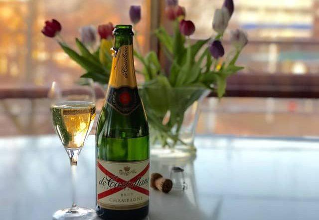 Fijne Paasdagen met champagne de Castellane Brut