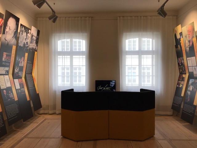 n het Mendelssohn-Haus luisteren naar muziek van dirigent Kurt Masur Leipzig